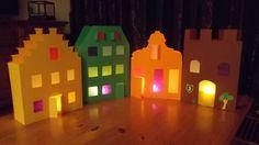 2013 - geveltjes / lampionnen voor Sint Maarten Crafts For Kids, Table Lamp, Recycling Ideas, Halloween, School, December, Diy, Google, Home Decor
