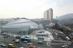 Jangchung Gymnasium, often called the shrine of Korean sports and the best gymnasium in Korea, has been rejuvenated into a cultural complex after 2 years and 8 months of remodeling. Jangchung Gymnasium has played an important role in the last 50 years of Korean history since its opening in 1964 as the first gymnasium in Korea.