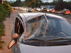 Dois carros colidem e deixam trânsito lento em rodovia de João Pessoa +http://brml.co/1xpFGMj