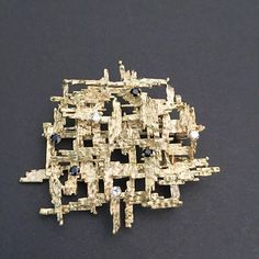 Alan Gard 18ct brooch with small sapphires and diamonds #alangard #brooch #jewelry #18ctgold
