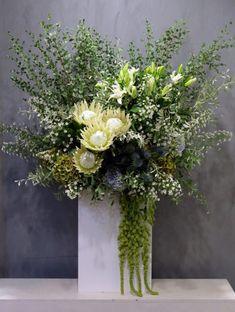 Hotel Flower Arrangements, Tropical Floral Arrangements, Vase Arrangements, Flower Centerpieces, Flower Vases, Flower Decorations, Flora Flowers, Beautiful Bouquet Of Flowers, Fall Flowers