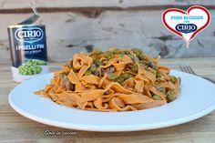 Tagliatelle rosse con salsiccia e piselli | Cirio @gioieincucina  #foodblogger #pomodoro #ricetta #recipes #tomato #recipe #italianrecipe #tagliatelle #salsiccia #piselli