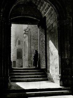 Entrada de la pietat al claustre de la catedral. Barcelona 1945