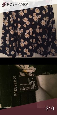 Forever 21 Floral Skirt Hardly worn, good as new. Will fit a size 2 maybe a size 4. Zips up in the back and has super cute Floral design. Forever 21 Skirts Mini