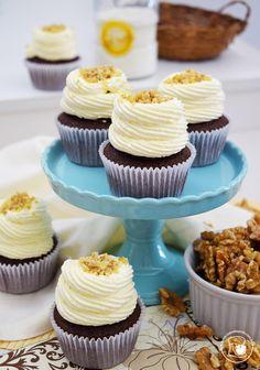 Cupcakes de chocolate com recheio cremoso de nozes