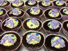 Cupcake de chocolate com decoração de bailarina