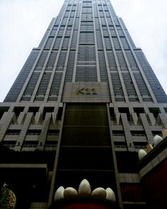 La tour K11 à Shanghai culmine à près de 280 mètres. Elle accueille…
