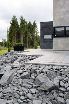 Multi-level terrace with basal-stone from China. The terrace is framed by a pier with 34 tons of black granite stone from Bornholm, Denmark.