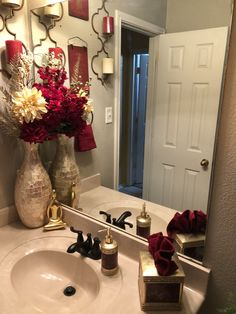 50 Amazing Christmas Bathroom Decorations That Will Amaze Yo.- 50 Amazing Christmas Bathroom Decorations That Will Amaze You Christmas Bathroom Decorations 026 - Red Bathroom Decor, Gold Bathroom, Bath Decor, Small Bathroom, Bathroom Ideas, Red Bathrooms, Master Bathroom, Bathroom Organization, Bathroom Renovations