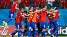 Jean Beausejour of Chile (R) celebrates scoring his teams third goal with teammates http://1502983.talkfusion.com/es/products/