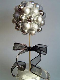 New Years Craft: Festive Ball Topiary. Use holiday ornaments to make this gorgeous topiary for your New Year Party or display it through the year. Christmas And New Year, White Christmas, Christmas Bulbs, Christmas Crafts, Christmas Topiary, Xmas, Christmas Colors, Christmas Wedding, Christmas Sale