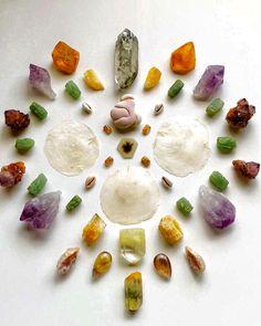 Crystal Grid, Camembert Cheese, Panna Cotta, Ethnic Recipes, Food, Crystals, Mandalas, Dulce De Leche, Essen