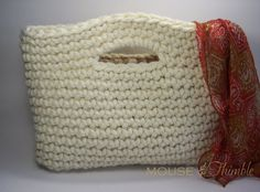 Basket Handbag #crochet... This could be the perfect bag for the internal flex purse frame I have laying around...