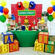 birthday party ideas, Sesame street party and Elmo party decorations Elmo First Birthday, Boy Birthday Parties, Elmo Birthday Party Ideas, 1st Birthday Boy Themes, Birthday Supplies, Baby Birthday, Party Kulissen, Abc Party, Sesame Street Party
