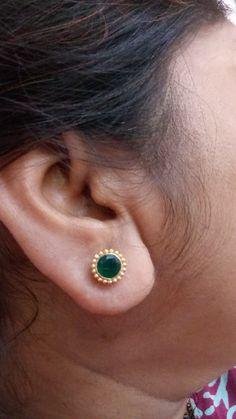 Gold Jhumka Earrings, Gold Earrings Designs, Gold Jewelry Simple, Siri, Blouse, Jewels, Earrings, Beauty, Accessories
