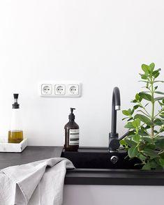 Via Coco Lapine | Black and White Kitchen | Nordic