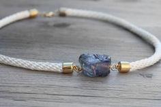 Como hacer una pulsera de cordón con una piedra preciosa