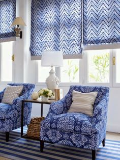 Beautiful Roman shades in blue and white with coordinating chairs. What a fun transitional living room for a coastal home or summer/beach house! Blue Rooms, White Rooms, Blue Bedroom, Poltrona Vintage, Living Spaces, Living Room, Home And Deco, White Houses, White Decor