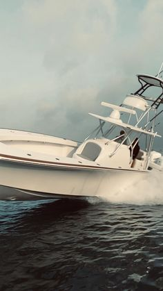 The best in Yacht Photography and Fishing Photography in Miami and all of South Florida. Ocean Fishing Boats, Fishing Boats For Sale, Small Fishing Boats, Ice Fishing, Fishing Box, Fishing Knots, Saltwater Fishing, Fishing Tackle, Yacht Design
