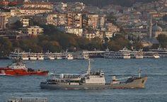 Navio militar russo naufraga após choque na costa da Turquia
