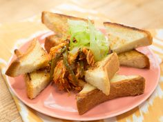 Sunny's BBQ Buffalo Chicken on Texas Toast - one-pot homemade BBQ sause + rotisery chicken - quick and full of flavor~