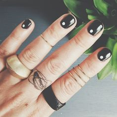 white dot // black mani