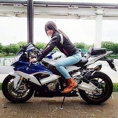 今日は8.19でバイクの日!  そして多分…俳句の日❗笑  語呂合わせで色々な日がありますがやっぱりバイクの日はなんだかワクワク☺  でも残念ながら今日は乗れませんでした(;_;)  私は映画も大好きなのですが今日は21時からゴーストバスターズを観ます新しいゴーストバスターズが封切りになりましたよね❕ジャンル問わず皆さんオススメ映画はありますか?    #バイク女子 #バイクの日 #bike #bikergirl #S1000RR #ghostbusters #ガールズバイカー
