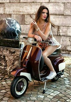 Moto Vespa, Piaggio Vespa, Lambretta Scooter, Scooter Motorcycle, Vespa Scooters, Scooter Scooter, Lady Biker, Biker Girl, Vespa Vintage