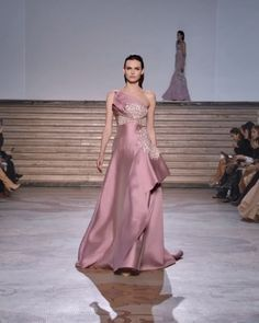 Embellished Asymmetrical Pink Daisy One Shoulder Evening Maxi Dress / Evening Gown with Half Open Back and a Train. Runway Show by Tony Ward. Long Gown Elegant, Elegant Dresses, Beautiful Dresses, Gala Dresses, Couture Dresses, Fashion Dresses, Moda Lolita, Indian Wedding Gowns, Evening Dresses