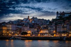 There are several reasons to visit Porto. Here are my tips for a pleasant visit to the city along the Douro. Port Wine, Portuguese, New York Skyline, Portugal, City, Travel, Porto, Viajes, Cities