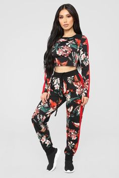 Women's workout clothes, women's activewear, and streetwear for women at an affordable price? Fashion Nova has it all. Check out our workout clothes for women and other women's streetwear in all colors, sizes, and styles. Cute Swag Outfits, Trendy Outfits, Fashion Outfits, Hijab Fashion Summer, Girls Night Out Outfits, Loungewear Set, Womens Workout Outfits, Fashion Nova Models, African Wear