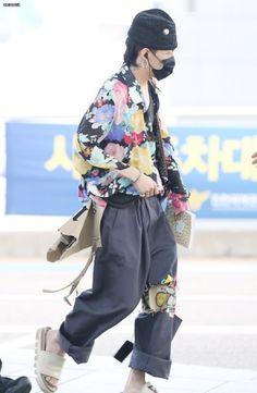 Fashion 2017, Fashion Art, Fashion Outfits, Stylish Mens Outfits, Cool Outfits, Jiyong, G Dragon Fashion, Big Bang, Airport Style