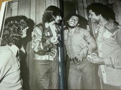 **Bob Marley** George Harrison, Jeff Walker & Don Taylor, The Roxy Theatre, Los Angeles, CA, USA, July 13, 1975. Having heard that George was a fan of Marley's music, the president of US Island Records, Charley Nuccio, invited him to the show. When told that George Harrison was coming backstage, Marley visibly lit up and said 'Ras Beatle!' More fantastic pictures, music and videos of *Robert Nesta Marley* on: https://de.pinterest.com/ReggaeHeart/ ©Kim Gottlieb-Walker…