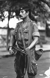Portuguese soldier, Mozambique, 1974 ~ from story: Murder is Everywhere: The One Week War II Military Love, Army Love, Military Photos, Military History, End Of Apartheid, World Conflicts, Army Uniform, Paratrooper, Christen