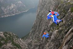 BASE jumping gotta love it Wingsuit Flying, Base Jumping, Sport Body, Skydiving, Children Images, Extreme Sports, Kid Friendly Meals, Rock Climbing, So Little Time