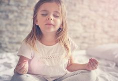 Ποια είναι τα οφέλη της yoga για τα παιδιά και πώς μπορεί να συμβάλλει στην υγιή σωματική, ψυχική και συναισθηματική τους κατάσταση;