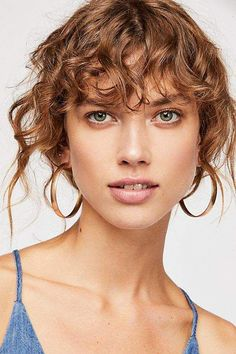 Messy Chignon Bun - 35 Most Alluring Hairstyles for Frizzy Hair - The Trending Hairstyle Curly Hair With Bangs, Hairstyles With Bangs, Curly Hair Styles, Curly Hair Fringe, Short Punk Hair, Short Hair Cuts, Curly Short, Girls Short Haircuts, Trending Hairstyles