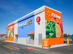 Walmart built a giant vending machine that retrieves groceries