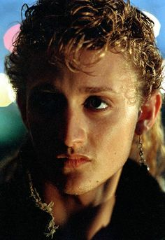 Alex Winter in the Lost Boys Lost Boys Movie, The Lost Boys 1987, I Movie, Movie Stars, Best Vampire Movies, Alex Winter, Real Vampires, 80s Aesthetic, Cute Actors