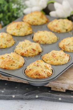 A super easy savoury muffins recipe made with ham, corn, cheese and chives. perfect for lunch boxes, as a side to a bowl of soup or on their own! Printable Thermomix and conventional recipe cards included. Savoury Vegetable Muffins, Gluten Free Savoury Muffins, Healthy Muffins, Healthy Snacks, Healthy Eating, Savory Breakfast, Breakfast Muffins, Omelette Muffins, Breakfast Potatoes