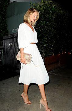 runwayandbeauty:  Rosie Huntington-Whiteley goes to a restaurant with Jason, Los Angeles, April 18, 2015.