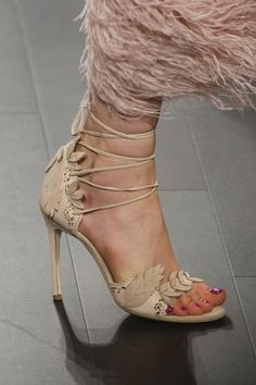 Marchesa Spring 2018 Fashion Show Details, Runway, Womenswear Collections at TheImpression.com - Fashion news, street style, models, accessories