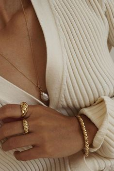 jewelry from Mejuri Croissant Dôme for styling your neutral knits and sweaters #jewelry #gold Dainty Jewelry, Simple Jewelry, Bohemian Jewelry, Cute Jewelry, Gold Jewelry, Gold Bracelets, Diamond Earrings, Wire Earrings, Jewellery Rings