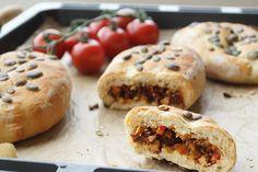 Gefüllte vegane Pizzabrötchen #vegan # hackfüllung# mediteran