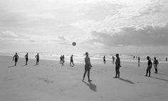 || Cristiano Mascaro || Galerias - São Paulo, o estado (Jogando Bola na Ilha Comprida)