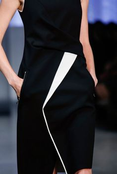 Helmut Lang Spring 2014 RTW - Details - Fashion Week - Runway, Fashion Shows and Collections - Vogue Runway Fashion, Fashion Show, Fashion Outfits, Womens Fashion, Fashion Trends, Fashion Details, Fashion Design, Vogue, Office Fashion
