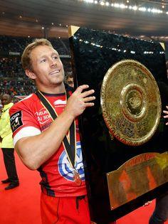 Jonny Wilkinson celebrates his Top 14 title