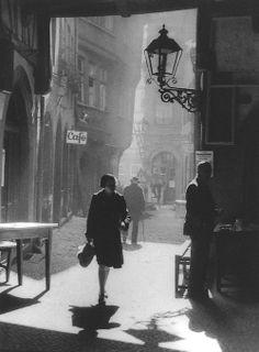 Paul Wolff - Old Frankfurt, ca. 1935. ☚