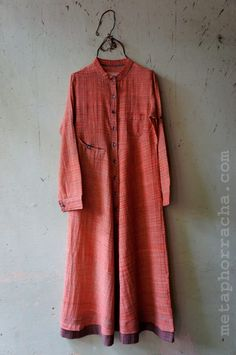 A long dress in khadi fabric from www.metaphorracha.com