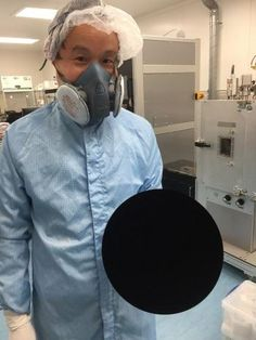 Holding a ball sprayed with vanta black s-vis http://ift.tt/2ngD1lp